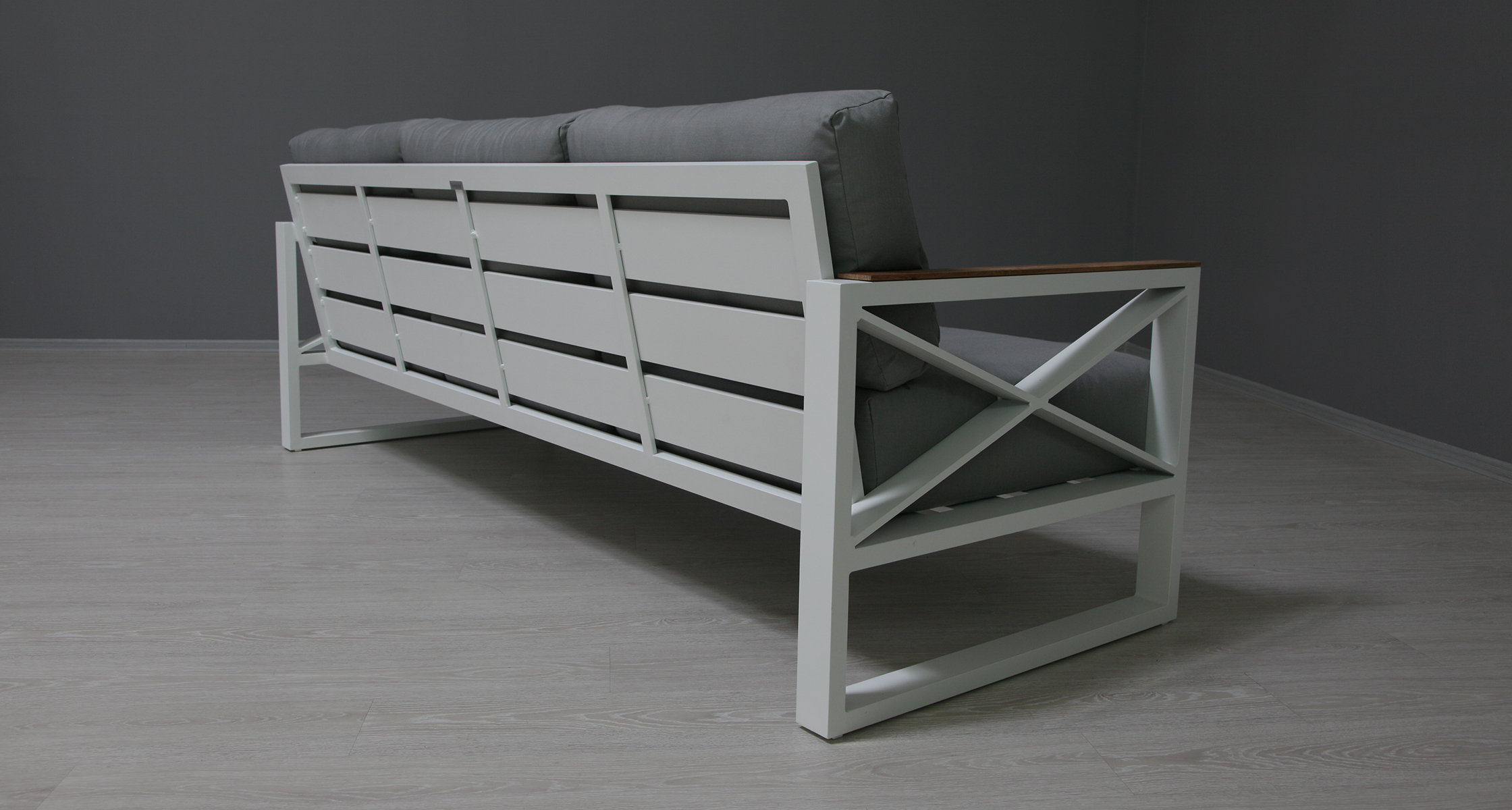 Трехместный диван из алюминия Linear