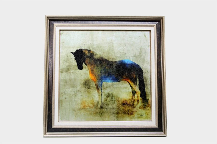 Картина в квадратной раме конь