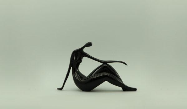 Статуэтка женщины