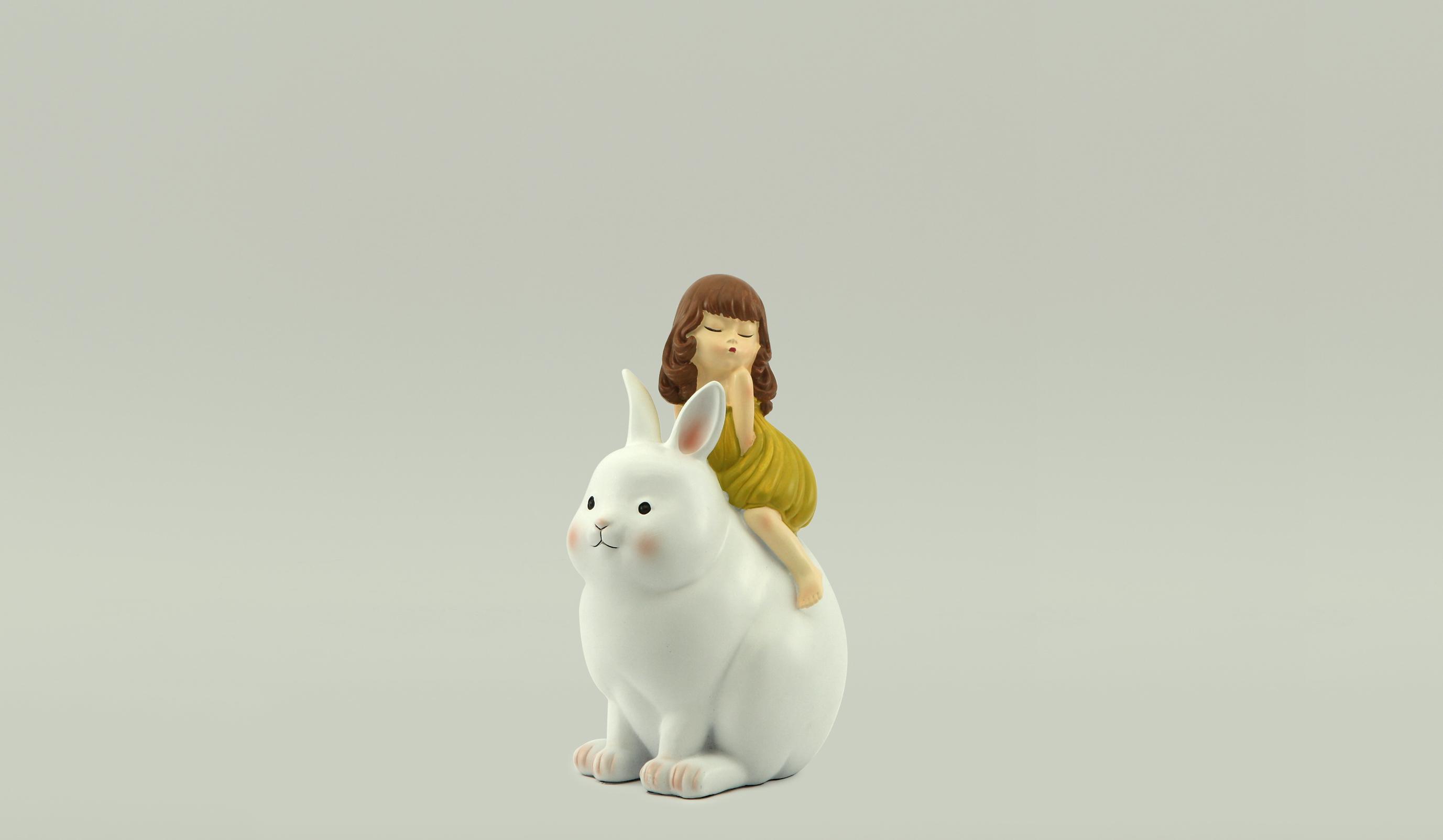 Девочка и кролик PD-TGF152